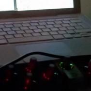 Foto del dia de la intervenció on surt un micròfon, un portàtil i un controlador MIDI